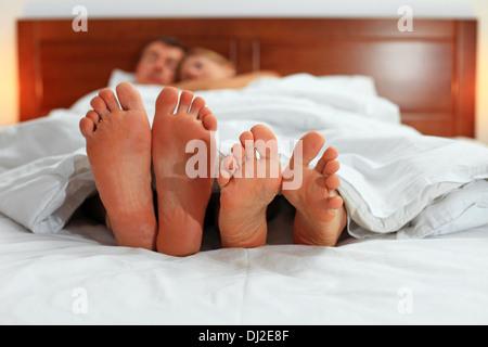 Фото под одеялом жены