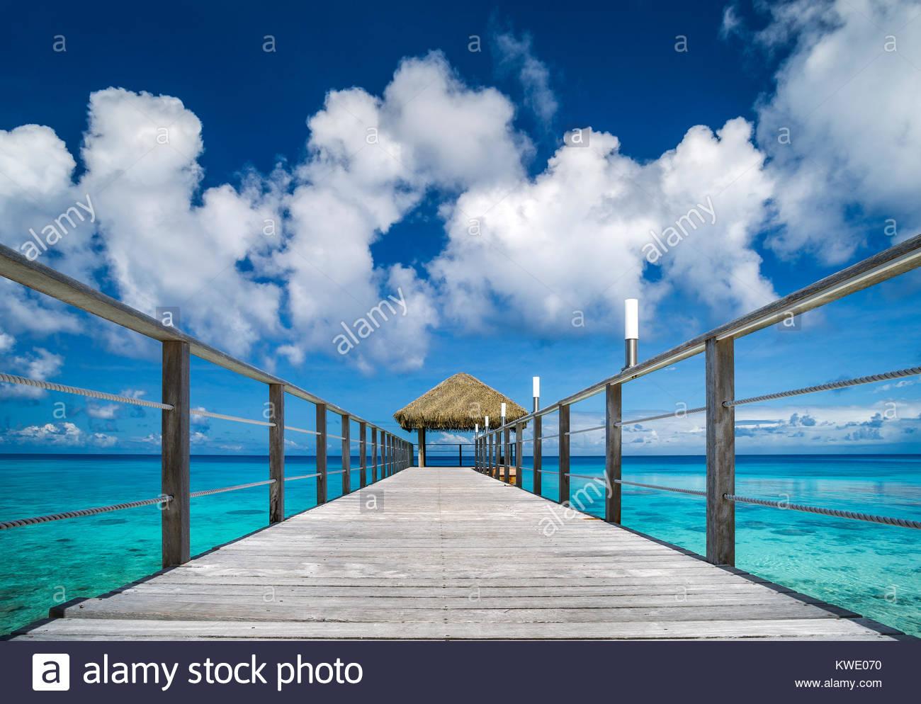 rangiroa-maitai-hotel-jetty-pier-over-th